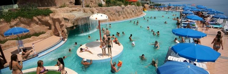 Аквапарк комплекса «Миндальная роща» в Алуште