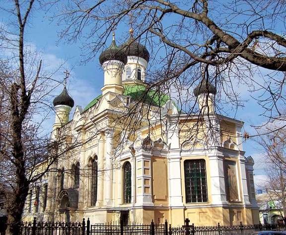 Крым. Церковь Трех Святителей в Симферополе.