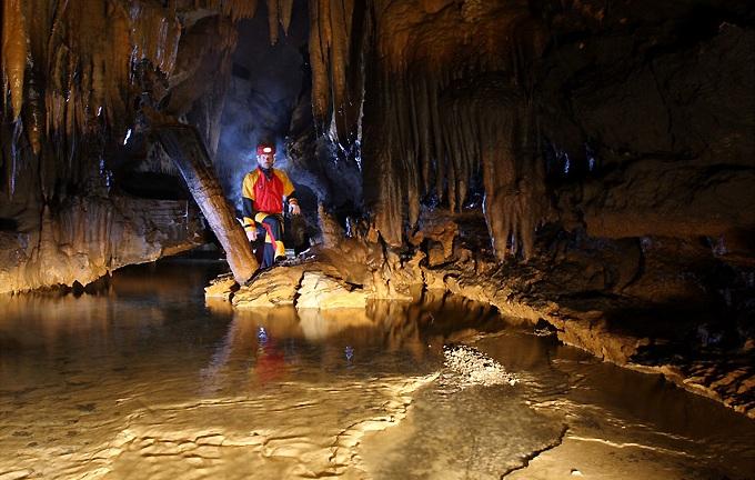 Крым. Красная пещера.