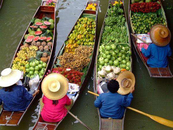 Плавучий рынок в Паттайе. Тайланд.