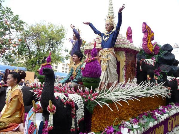 На фестиваль ананаса в Тайланд в июне. Тайланд.