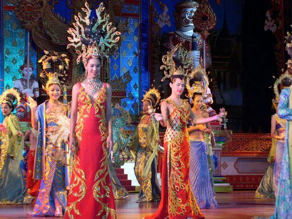 Красота и блеск Альказар шоу в Паттайе. Таиланд